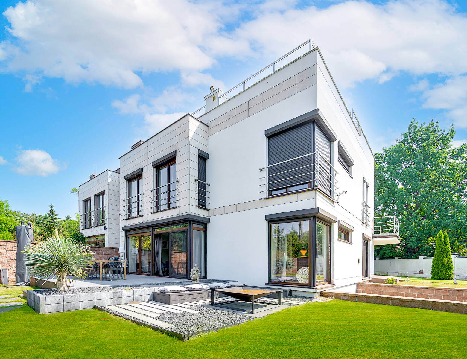 INVEST IN POLAND IN MODERN HOUSE IN THE SUBURB OF WARSAW
